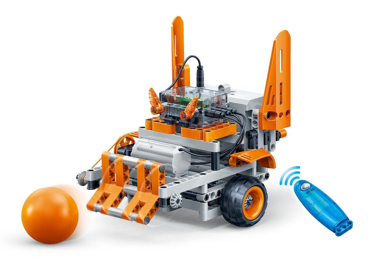 Детский электронный конструктор в наборе. Робот-футболист с дистанционным управлением