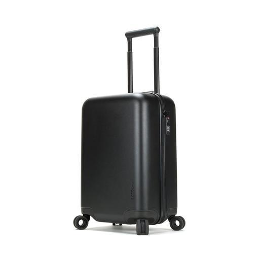 Чемодан для путешествий Incase NoviConnected 4 Wheel Hubless. Материал пластик. Объем 41 л. Встроенный аккумулятор 10050 мАч. Цвет черный матовый.