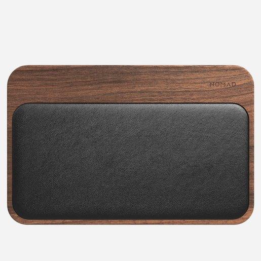 Беспроводное зарядное устройство Nomad Base Station Hub Edition. Корпус выполнен из натуральной древесины.