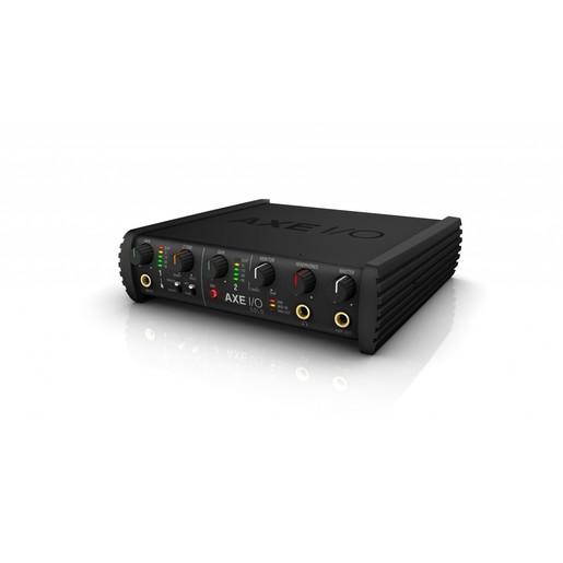 Компактный аудио интерфейс IK Multimedia AXE I/O SOLO с дополнительной тембральной коррекцией.