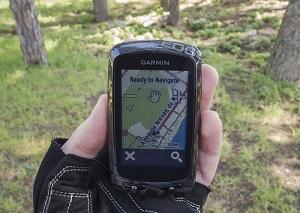 При помощи Edge 810  велосипедисты могут отслеживать все параметры тренировки в режиме реального времени.