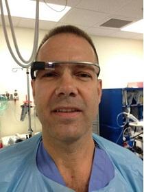 Доктор Рафаэль Гроссман использовал Google Glass во время хирургической процедуры