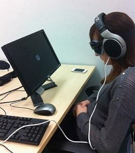 """Ученые из Нидерландов и Великобритании проводят  ряд исследований по созданию системы под названием """"Голос"""", которая преобразует слуховые  восприятия в визуальные при помощи специального  шлема-камеры."""
