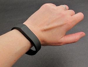 Браслет-контроллер активности и сна  Fitbit Flex  - лучшая мотивация для поддержания активного и здорового образа жизни.