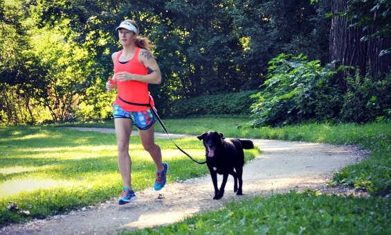 http://medgadgets.ru/wp-content/uploads/2014/07/How-to-run-with-a-dog-Jennifer-and-Ruby.jpg