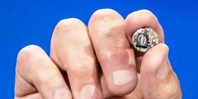 650_1000_intel-curie-module-ces2015-press