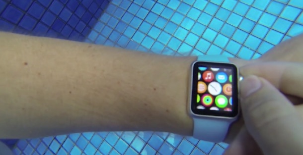 apple_watch_swimming_pool