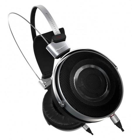 pioneers-se-master1-premium-headphones-2-690x734-451x480