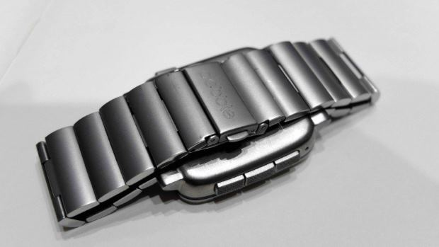 pebble-time-steel-review-strap-1425383423-QBoQ-column-width-inline