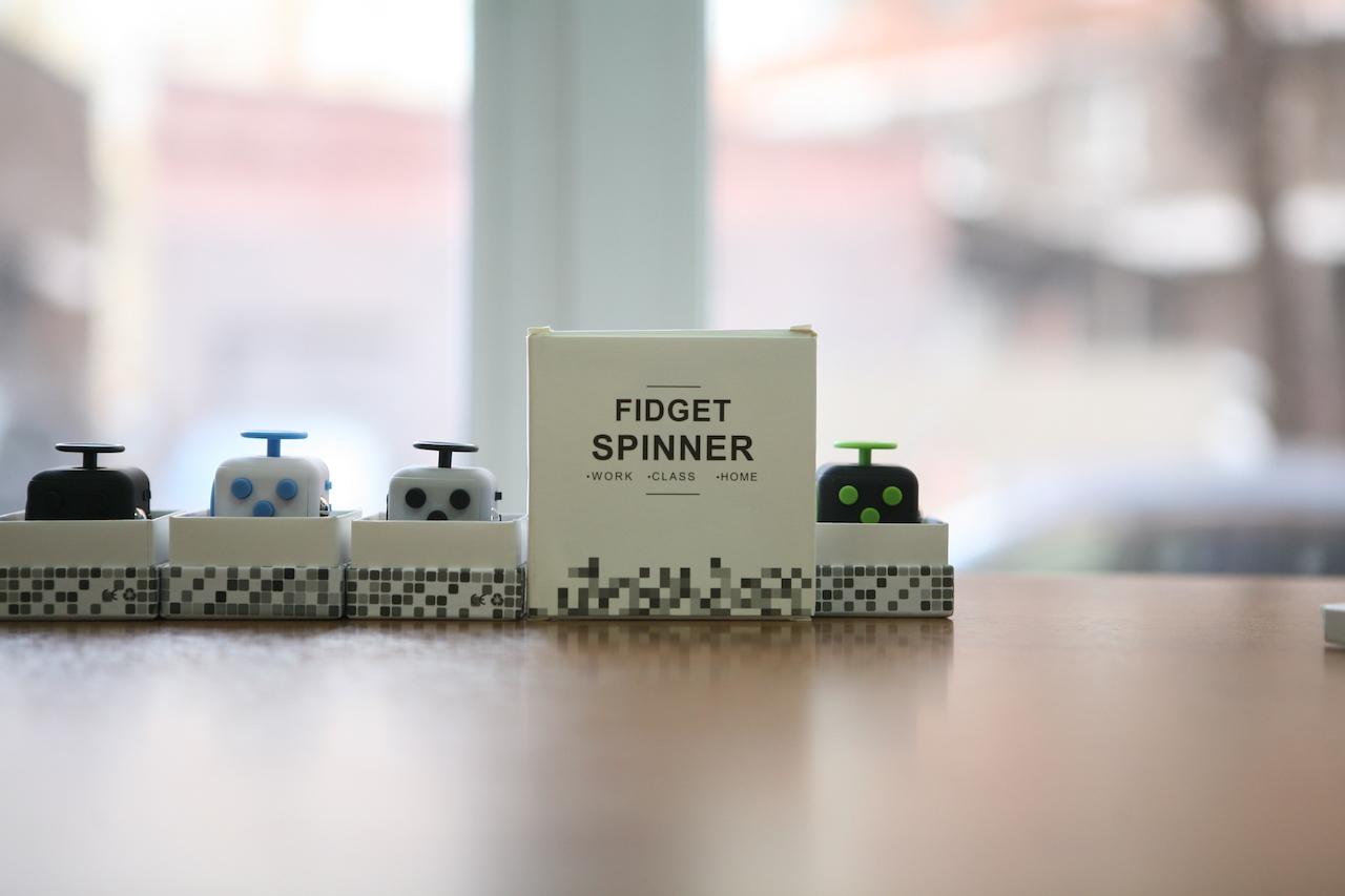 491d17351ef042a7942b4215b126ac73 Спиннер — главный тренд года: кто создал Fidget Spinner, как его применяют и зачем он нужен