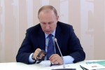 Путину показали российский смарт-браслет Healbe Gobe